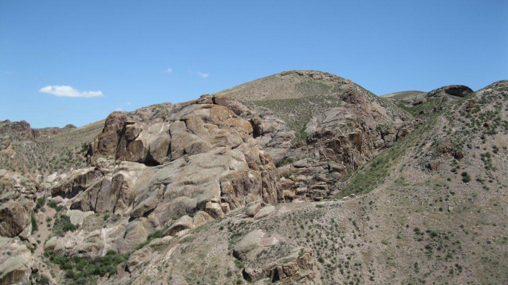 Вид на хребет скальной гряды