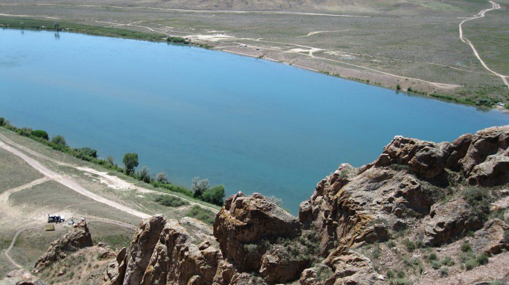 Вид со скальной гряды на реку Или